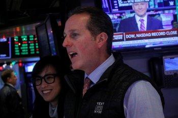 Wall Street menguat di tengah laporan laba dan data ekonomi beragam
