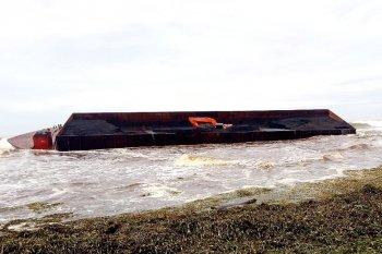 Nagan Raya selidiki izin tongkang sebabkan batu bara tumpah ke laut
