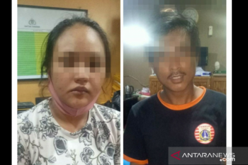 Dua orang diduga pelaku jambret ponsel di Jakarta Barat nyaris diamuk massa