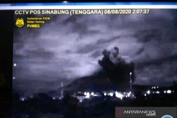Empat kecamatan terguyur abu vulkanik Gunung Sinabung