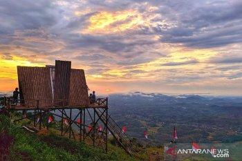 Ribuan pengunjung datangi obyek wisata Bukit Sepancong Bengkayang