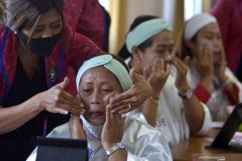 Diskerpus Pemkab Badung lakukan pelatihan tata rias
