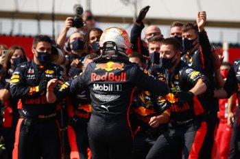 Adu strategi hasilkan kemenangan tak terduga bagi Verstappen