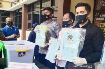 Tiga tersangka kasus dugaan korupsi PDAM Tirta Tarum ditangkap polisi