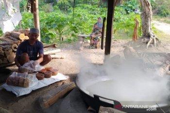 Musim kemarau, pengrajin gula semut kesulitan bahan baku