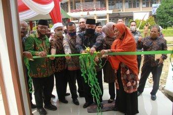 Bupati Safrial hadiri Peresmian mushola Fakultas Perternakan Unja