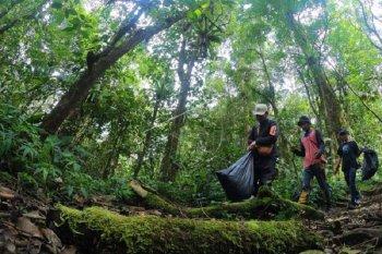 Kegiatan pungut sampah di Gunung Kerinci peringati Hari Konservasi Alam Nasional 2020