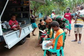 A tale of Indonesian soldiers' care for boosting Papuans' literacy