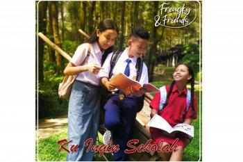 """""""Ku Ingin Sekolah"""", lagu penuh kerinduan dari Frengky Zega"""