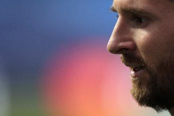 Mengapa Messi cari lapangan rumput baru?