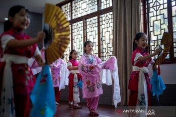 Vaksinasi massal di Beijing China akhir September, murid sekolah gratis