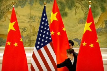 Beda cara China dan AS tangani pandemi serta dampaknya ke ekonomi