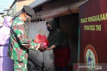 Lanal Banten salurkan bantun dari Pusat Pengkajian dan Strategi TNI