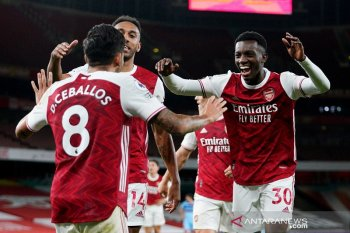 "Nketiah jadi ""supersub"" antar Arsenal atasi West Ham 2-1"