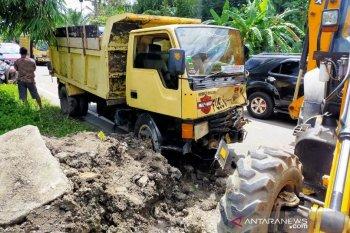 Marhaban meninggal di tempat setelah ditabrak truk pengangkut pasir