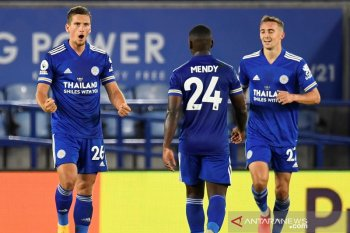 Leicester rebut puncak klasemen bekuk Burnley 4-2
