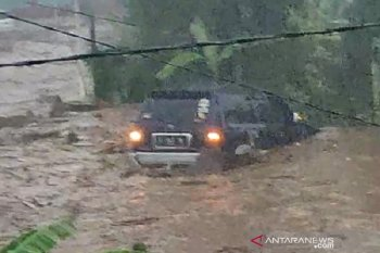 Banjir bandang akibatkan 12 rumah hanyut dan 85 terendam di Sukabumi