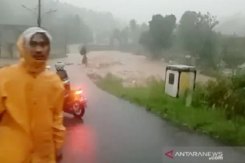 Hujan ekstrem akibatkan banjir dan longsor terjadi di Bogor (video)