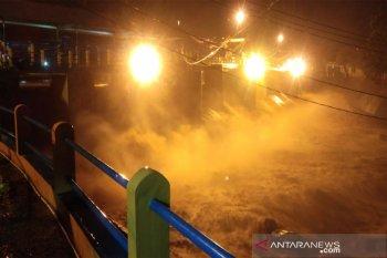 Muka air Bendung Katulampa mencapai 250 cm atau status Siaga 1