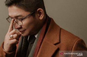 """20 tahun bermusik, penyanyi Pasha Ungu rilis album solo """"Di Atas Langit"""""""