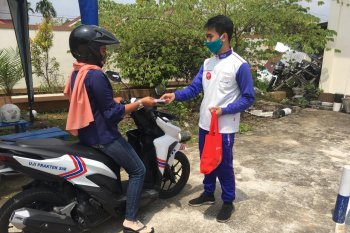Astra Motor Kalimantan Barat membantu polisi edukasi safety riding dan fasilitas