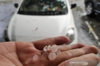 Kota Cimahi juga dilanda hujan butiran es