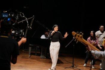 """Sivia Azizah libatkan keluarga  garap video musik """"Love Spells"""""""