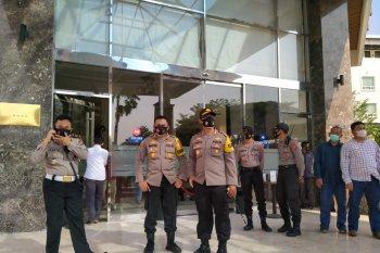 Ratusan Personel Polres Serang Kota Amankan Pengundian Nomor Urut Cabup Dan Cawabup Serang