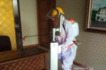 Positif COVID-19, petugas medis jemput ASN Pemkab Bekasi saat sedang rapat