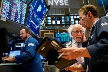 Wall Street berakhir lebih rendah,  fokus pada stimulus COVID-19