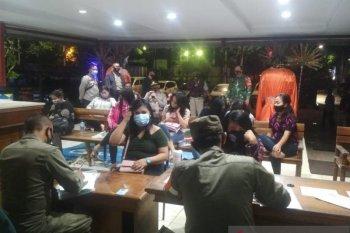 Polisi bubarkan tempat hiburan malam di Kebon Jeruk Jakarta