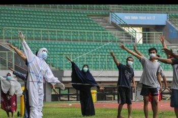 OTG COVID-19 berolah raga di Stadion Patriot Chandrabhaga
