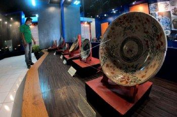 Pameran keramik tempo dulu