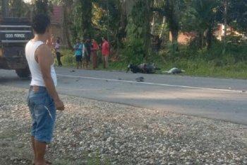 Seorang pengendara motor tewas setelah tertabrak truk pengangkut paket