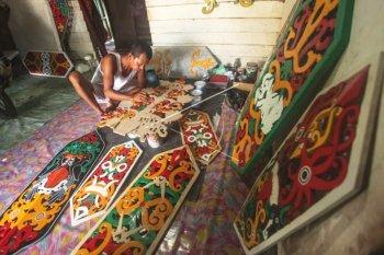 Pembuatan Kerajinan Talawang Khas Kalteng
