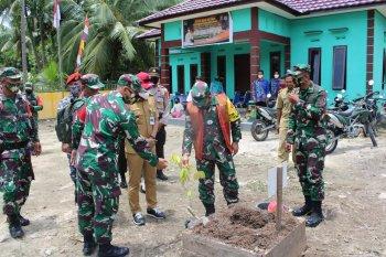 Aslat Kasad bersama Dandim 1015/Spt lakukan penanaman pohon