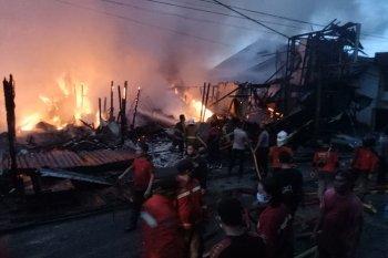 Pasar Sintang terbakar, pasien RSUD diungsikan