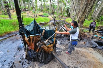 Penertiban tambang minyak ilegal
