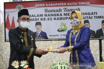 Potong tumpeng warnai syukuran HUT Ke-21 Kabupaten Kutai Timur