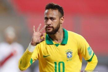 Ronaldo selamati Neymar setelah  lampaui catatan golnya