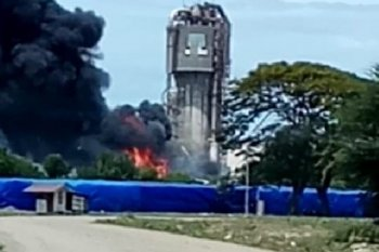 Bekas pabrik PT AAF di Kota Lhokseumawe terbakar