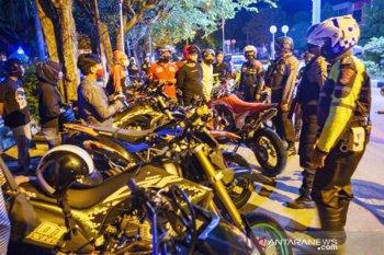 Penertiban komunitas motor di Palu