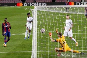 Pique diusir dari lapangan, Barcelona gilas Ferencvaros 5-1