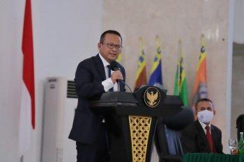 Menteri Edhy kirim 24 ton pakan ikan ke Halmahera
