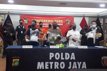 Polda Metro tangkap tiga pemuda keroyok polisi saat unjuk rasa