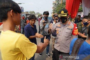 Pembuang sampah di Kalimalang  yang videonya viral  serahkan diri