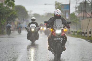 """Kenali bahaya """"aquaplaning"""" bagi pengendara sepeda motor"""