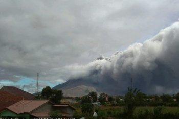 Tiga kecamatan terpapar debu vulkanik Gunung Sinabung