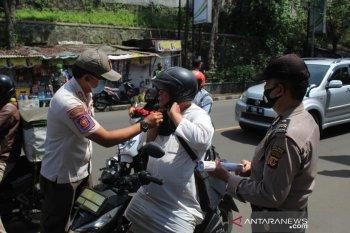 Petugas gabungan Kota Sukabumi gelar patroli tekan penyebaran COVID-19