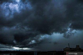 Dampak sirkulasi siklonik meluas ke-10 provinsi di Sumatera